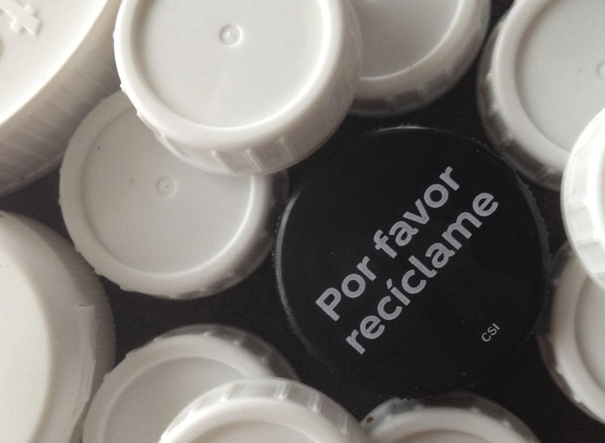 campaña solidaria de recogida de tapones de plastico